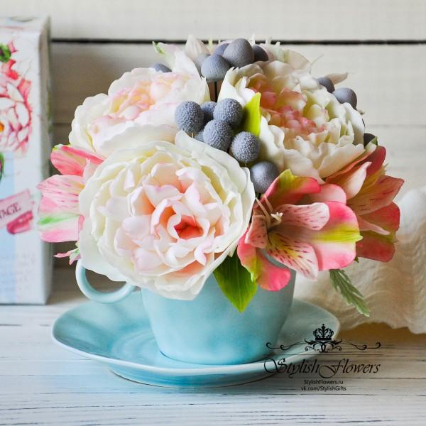 Цветочная чашечка с кустовыми розами, брунией, пионами из полимерной глины и холодного фарфора