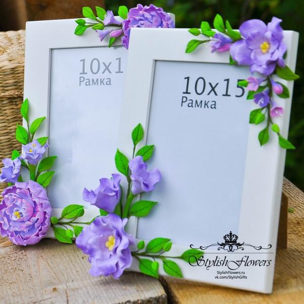 Фоторамка 10*15, украшенная фиолетовыми цветами из полимерной глины