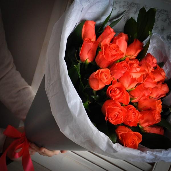 Большой букет из 15 роз