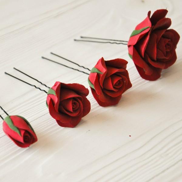 Набор из 4 шпилек в виде цветов роз и бутонов красного цвета
