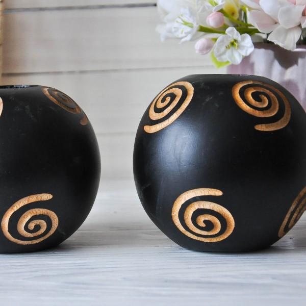 Подсвечник из дерева в форме шара 10.5 см черного цвета с узором латте
